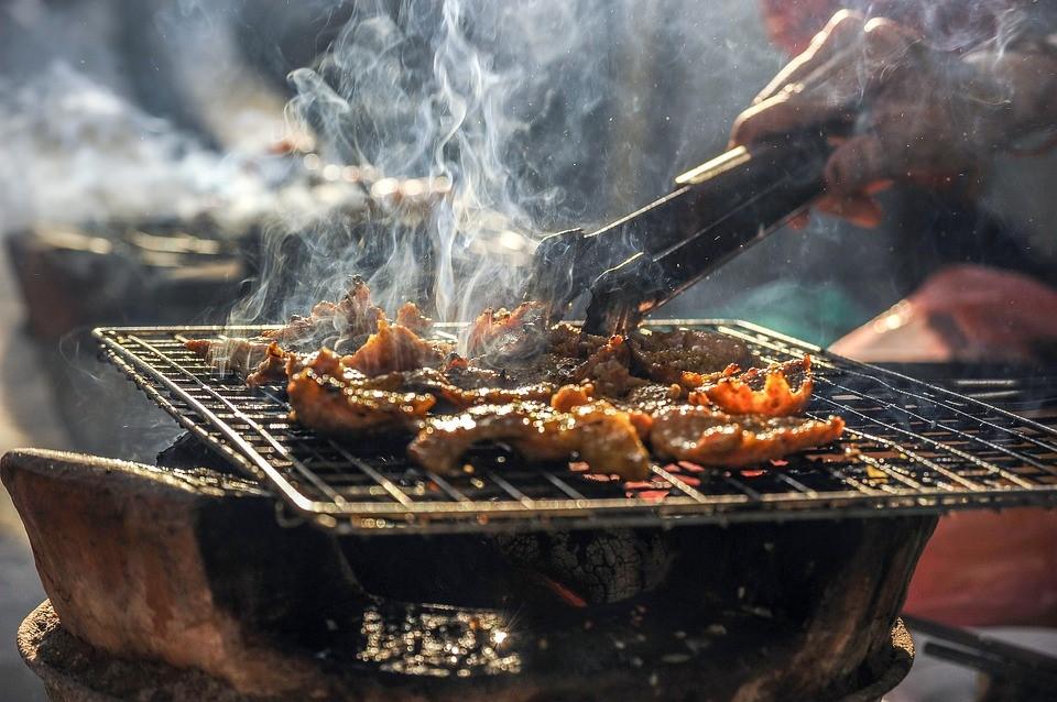 Keramische BBQ: mannelijker dan dit kun je je niet voelen